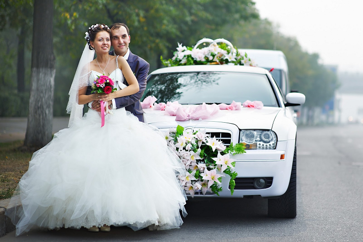 hiring a limo on your wedding