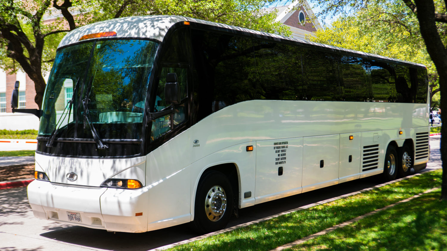 How much does it cost to rent a coach bus for a week?