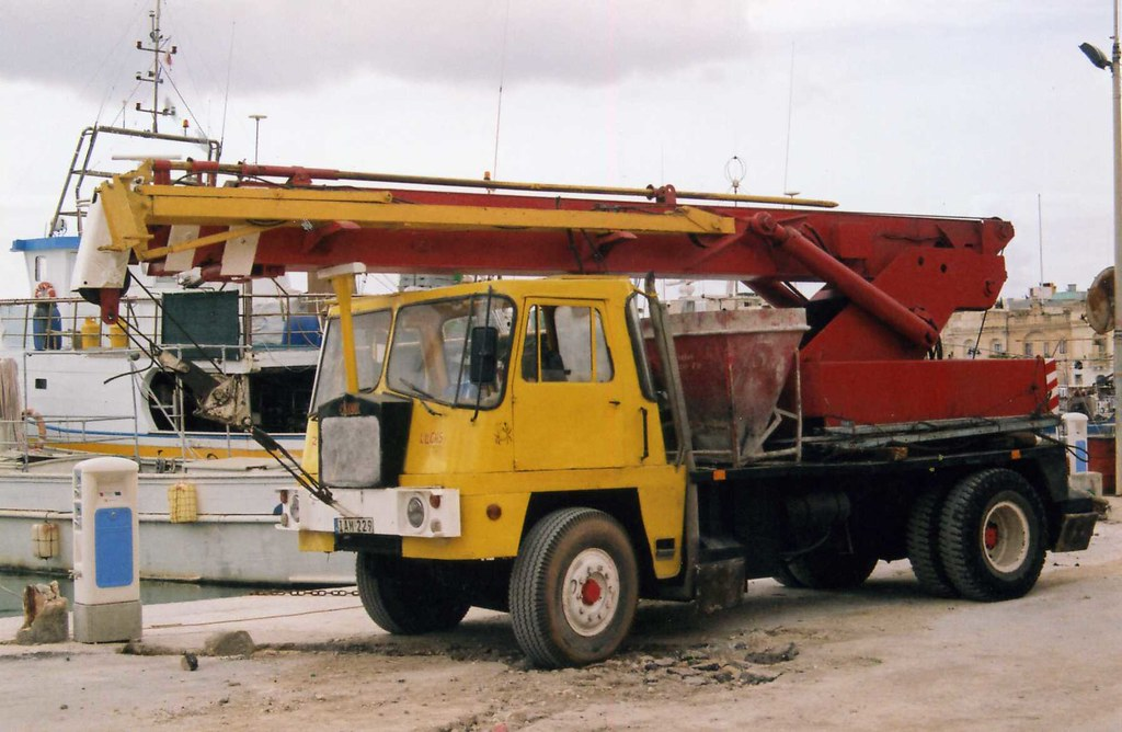 Business Solutions: When Does it Make More Sense to Hire a Mobile Crane?